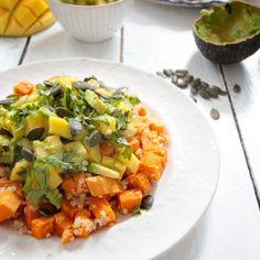 Diese vegetarische Paella ist einfach nur himmlisch. Sie ist das perfekte gesunde Sommergericht und schmeckt wie das original spanische Gericht.
