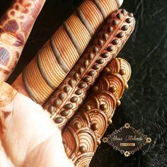 46 Ideas for bridal mehendi designs beautiful fingers Basic Mehndi Designs, Khafif Mehndi Design, Indian Henna Designs, Finger Henna Designs, Henna Art Designs, Mehndi Designs For Girls, Mehndi Design Photos, Dulhan Mehndi Designs, Wedding Mehndi Designs