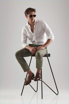 Summer work style is in the spotlight as Reiss proposes a smart trio of looks. The British fashion brand keeps linen in the spotlight with practical shirting options. In addition to the traditional button-down, a contemporary go-to is easily the grandad collar shirt. Reiss also makes a case for putting on your favorite pair of... [Read More]