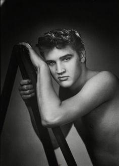 Elvis Presley. S)