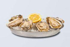 Vous appréciez les huîtres mais vous ne les connaissez pas encore suffisamment pour faire la différence entre une Spéciale et une Fine de claire, entre une huître normande et une huître de Marennes-Oléron, entre une huître bretonne et une huître d'Arcachon ? Nous allons essayer de vous confier, ici, quelques-unes de leurs particularités et, notamment, …