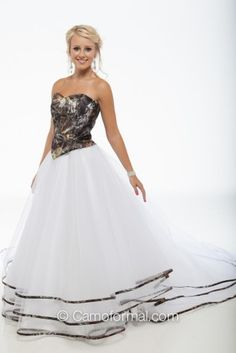 9049 Top and Triple Net Bridal Skirt Trimmed in Mossy Oak New Breakup. This skirt with the other dresses top and id be in love