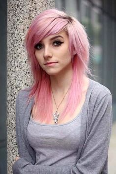 Are you searching for emo hair styles that can convey your sensitive and emotional self? Would you like to learn more about emo hairstyles? Check out our photo gallery to see the brightest and coolest emo looks. Emo Haircuts, 2018 Haircuts, Emo Hairstyles, Teenage Hairstyles, Drawing Hairstyles, Modern Haircuts, Wedding Hairstyles, Coupes Emo, Goth Beauty