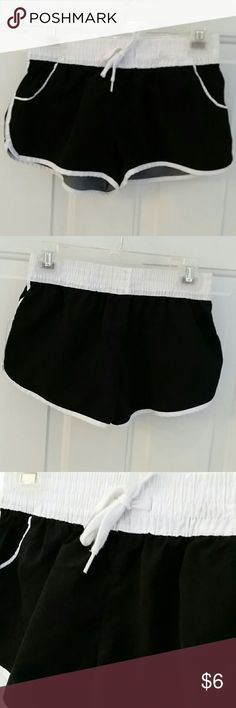 """OP Shorts Teen size med 7/9 shorts. Waist elastic measures  26"""", hips 32"""", front length 10"""", back 11.5""""', good condition. OP Shorts"""