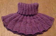 Vendbar Halsedisse i rib • Dagligdag Knitting For Kids, Knitting For Beginners, Baby Knitting Patterns, Knitting Projects, Drops Baby Alpaca Silk, Crochet Scarves, Knit Crochet, Baby Barn, Drops Design