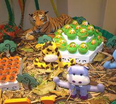 0b7275781e895 A Jungle Themed 1st Birthday Party - via BirdsParty.com Safari Party