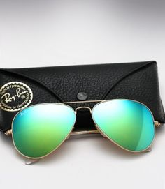 Ray Ban Aviator RB 3025 - Colored Mirror (Aqua Green)  Just picked these up for Mallorca!