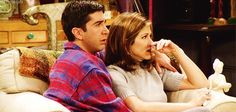 Be comforting and stand by each other in times of need. 27 Truths Ross And Rachel Taught You About Love Serie Friends, Friends Cast, Friends Gif, Friends Moments, Friends Show, Friends Ross And Rachel, Jenifer Aniston, Ross Geller, I Believe In Love