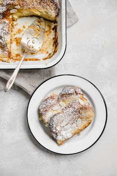 Creme brulee French toast is one heck of a way to turn breakfast or brunch into a decadent meal. It's super easy and can be prepped the night before! Creme Brulee French Toast, French Toast Bake, Brunch Recipes, Breakfast Recipes, Brunch Ideas, Breakfast Ideas, Dessert Recipes, Christmas Breakfast, Savory Breakfast