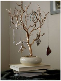 Jewelry Holder Organizer Tree Gold and Cream painted tabletop branch necklace hanger bedroom decor for her - schmuck organizer diy Diy Jewelry Hanger, Necklace Hanger, Branch Necklace, Necklace Display, Jewelry Holder, Jewellery Display, Jewelry Box, Jewelry Tree, Jewelry Stand
