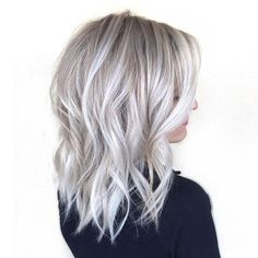 dark roots and ice blonde hair trends 2018 Silver Blonde Hair, Icy Blonde, Blonde Color, Ash Blonde Bob, Platinum Blonde With Highlights, Ash Blonde Balayage Silver, Ombre Colour, Gray Ombre, Ombre Bob