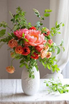 Spring Flower Arrangements, Beautiful Flower Arrangements, Flower Centerpieces, Flower Vases, Floral Arrangements, Ranunculus Flowers, Flowers In A Vase, Pink Peonies, Wedding Centerpieces