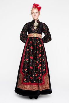 Bilderesultat for rondastakk Pretty Outfits, Cool Outfits, Tribal Dress, Folk Costume, Festival Wear, Traditional Dresses, Clothing Patterns, Fashion Dresses, My Style