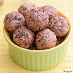 14 Workout Snacks To Make Ahead Got snacks? If you're exercising to lose weight, you need healthy snacks on hand. Here are 14 Workout Snacks To Make Ahead. Baked Breakfast Recipes, Snack Recipes, Cooking Recipes, Protein Recipes, Potato Recipes, 21dayfix Recipes, Appetizer Recipes, Vegetarian Recipes, Healthy Recipes