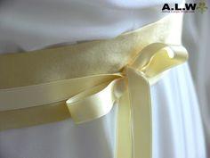 Brautkleider - Brautgürtel in Pastellgelb - SEIDE ! - ein Designerstück von alw-design bei DaWanda