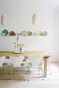 Dining Room with Decorative Wall Plates    Photographer:Maike Jessen