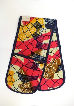 Treat Mum or Grandma to some kitchen accessories. Double Oven Gloves - Coral, Pineapple & Navy available on www.jubellalondon.com/shop #Gifts #Kitchen #Mothersday #Cooking #Prints #Colourful #AfricanPrints