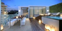 It is really a good fortune to have a balcony on the roof and we have collected 40 unique rooftop deck ideas. Rooftop Terrace Design, Rooftop Pool, Infinity Pools, Home Garden Design, House Design, Terrasse Design, Modern Townhouse, Outdoor Lighting, Decks