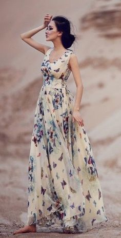 Find all types of maxi dresses beige butterfly print sleeveless bohemian chiffon maxi dress CZCSJNS Pretty Outfits, Pretty Dresses, Beautiful Outfits, Cute Outfits, Dresses Dresses, Gorgeous Dress, Floral Dresses, Floral Maxi Skirts, Long Dresses