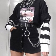 Edgy Outfits, Grunge Outfits, Retro Outfits, Cute Casual Outfits, Girl Outfits, Mode Emo, Mode Punk, Aesthetic Grunge Outfit, Aesthetic Clothes