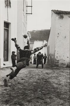 View Nazaré 1957 by Gerard Castello Lopes on artnet. Browse upcoming and past auction lots by Gerard Castello Lopes. Football Is Life, Pure Football, Henri Cartier Bresson, Archery Hunting, Fine Art, Belle Photo, Portuguese, Black And White Photography, Street Photography