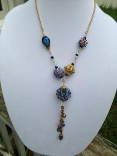 Gorgeous necklace made by Gloria Allen Designs using Jesse James Beads. Beautiful work, Gloria!! Love love love!