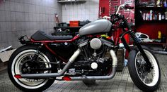"""This '91 HD 883 Sportster was inspired by the famous""""boardtrackers"""" bike from the twenties.Still this bike is to be used on a daily basis: we kept the """"mid cruise control"""" footpegs."""