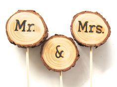 Topper de la torta, torta de bodas, torta de bodas rústicas de madera de EndGrainWoodShoppe en Etsy https://www.etsy.com/es/listing/263061262/topper-de-la-torta-torta-de-bodas-torta