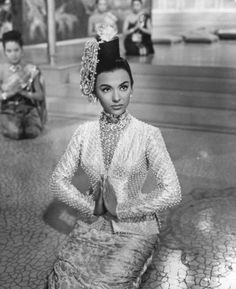 Rita Moreno - The King and I 1956 (I love this film) amazing how different she looks from West Side Story. Rita Moreno, Vintage Hollywood, Hollywood Glamour, Hollywood Stars, Classic Hollywood, Glamour Hollywoodien, Vintage Glamour, Classic Beauty, Timeless Beauty