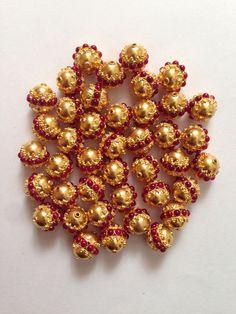 Jewelry Design Earrings, Gold Earrings Designs, Gold Jewellery Design, Beaded Jewelry, Jewlery, Gold Pendent, Gold Mangalsutra Designs, Gold Jewelry Simple, India Jewelry