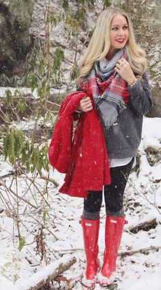Snow Day with a plaid scarf and red Hunter rain boots - Need to slim my legs down so they look better in my hunter boots! Winter Mode Outfits, Cute Winter Outfits, Winter Fashion Outfits, Autumn Winter Fashion, Fall Outfits, Cute Outfits, Outfit Winter, Red Outfits, Fashion Ideas