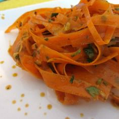 Raw Moroccan Carrot Salad- this is so addicting! Substitute agave or honey for the sugar :)