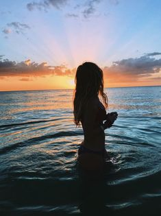 Silhouette on beach travelocity beach pictures, photography и beach photos. Photos Tumblr, Tumblr Summer Pictures, Beach Instagram Pictures, Beach Sunset Pictures, Cute Beach Pictures, Pictures Of Girls, Hawaii Pictures, Best Instagram Photos, Shotting Photo