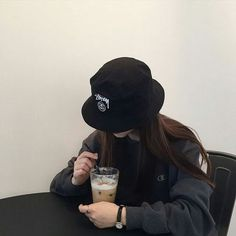 Imagen de girl, ulzzang, and black Korean Couple, Korean Girl, Asian Girl, Mode Ulzzang, Ulzzang Boy, Ulzzang Style, Korean Aesthetic, Aesthetic Girl, Grunge Style