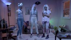 Bubble Butt es un video que tendrás que ver en repetidas ocasiones, te hipnotizará. La rola viene en su disco Free The Universe.
