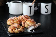 KANELSNURRER Norwegian Christmas, Iftar, Sweet Bread, Pretzel Bites, Cinnamon Rolls, Doughnut, Baked Goods, Sweet Tooth, Food And Drink