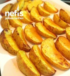 Özel Sosuyla Elma Dilim Patates – Nefis Yemek Tarifleri – Sebze yemekleri – The Most Practical and Easy Recipes Snack Recipes, Snacks, Sliced Potatoes, Apple Slices, Iftar, Beautiful Cakes, Sweet Potato, Food And Drink, Yummy Food