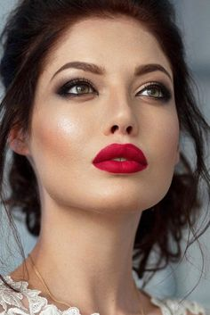 Awesome Homecoming Makeup Ideas ★ See more: http://glaminati.com/awesome-homecoming-makeup-ideas/