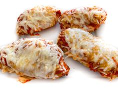 Best Skinny Chicken Parmesan (Air Fryer) - - This is the best chicken parmesan with a crispy coating, topped with marinara sauce, melted mozzarella cheese and Parmesan cheese! The secret to making super moist chicken, is dipping it in an egg…. Skinny Chicken Parmesan, Oven Baked Chicken Parmesan, Easy Baked Chicken, Moist Chicken, Skinny Chicken Recipes, Salsa Marinara, Marinara Sauce, Queso Mozzarella, Skinny Kitchen