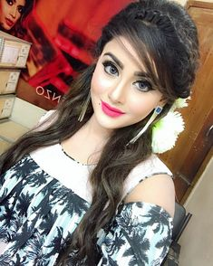Become Beautiful With These Tips And Tricks Indian Wedding Hairstyles, Easy Hairstyles For Long Hair, Casual Hairstyles, Stylish Girls Photos, Stylish Girl Pic, Beautiful Little Girls, Cute Girls, Beauty Full Girl, Beauty Women