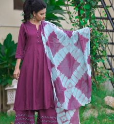 Tie Dye Fashion, Fashion Hub, Indian Fashion, Latest Suit Design, Casual Frocks, Tie Dye Crafts, Anarkali Kurti, Tie Dye Techniques, Dress Indian Style