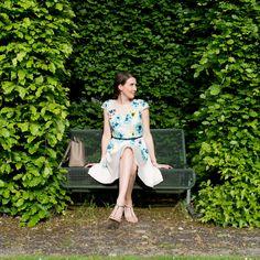 Outfit: A Spring Day in a Floral Dress | Mood For Style - Fashion, Food, Beauty & Lifestyleblog | Outfitpost mit einem Cocktailkleid mit Blumenprint und Gürtel von Coast, einer Tasche von Michael Kors, Henry London Uhr und High Heels Sandaletten von Lola Cruz