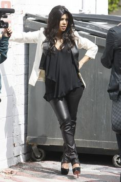 there is no way she is pregnant. kardashian maternity style