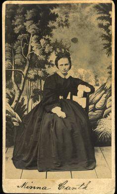Minna Canth noin 17-vuotiaana. Kuva on otettu vuosien 1860 ja 1869 välisenä aikana. Kuvaajaa ei tiedetä.
