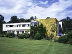 """Shrubs Wood, Chalfont St Giles, Buckinghamshire (1933-35) Building used as a set for the tv series, """"Poirot."""