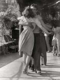 42 New Ideas for tango dancing photography romantic Swing Dancing, Ballroom Dancing, Couples Vintage, Cute Couples, Young Couples, Vintage Couple Pictures, Teen Couples, Couple Pics, Shall We Dance