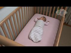 """Even though newborns sleep more than they are awake, many of us have nevertheless wondered """"how much should a newborn sleep?"""" - Baby Sleep Guide from Newborn to 6 Months Baby Sleep Schedule, Mom Schedule, Baby Schlafplan, Baby Kids, Old Baby Cribs, 6 Month Old Baby, Before Baby, Babies First Year, Baby Development"""