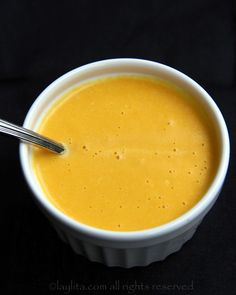 Maracuya or passion fruit spicy sauce Spicy Sauce, Hot Sauce, Fruit Dressing, Passion Fruit Juice, Passionfruit Recipes, Chocolate Bread Pudding, Fruit Sauce, Mexico Food, Comida Latina