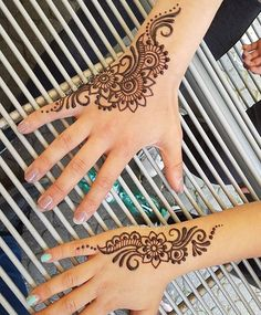 """5,465 Likes, 10 Comments - We Are Here To Inspire You (@hennalookbookin) on Instagram: """"Summer Freshness Henna Means Simple Henna.. Who Loves To Doodle The Simple The Best ❤ #HennaArtist…"""""""