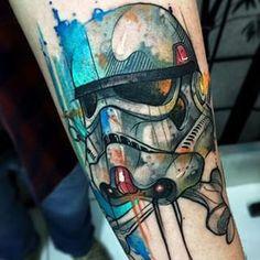Con toques de acuarela. | 37 Tatuajes de Star Wars que harán que la Fuerza te acompañe a todos lados